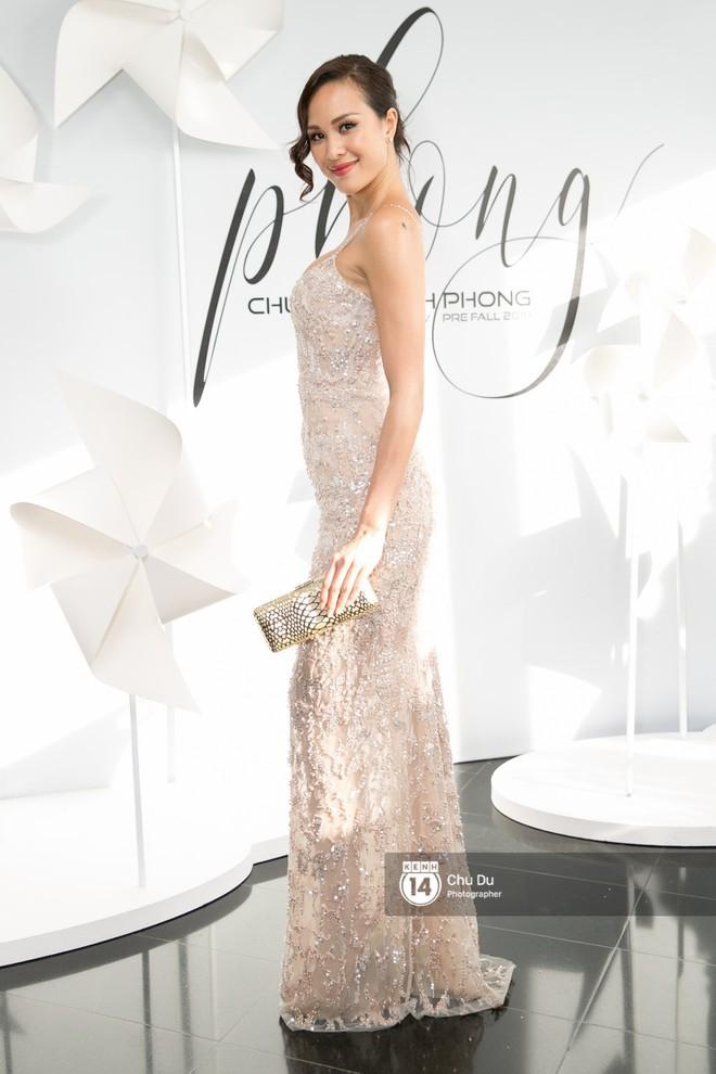 Hoa hậu Mỹ Linh lần đầu lên đồ tới hơn 3 tỷ đồng, Jun Vũ khoe vẻ đẹp mong manh tại show của NTK Chung Thanh Phong - Ảnh 17.