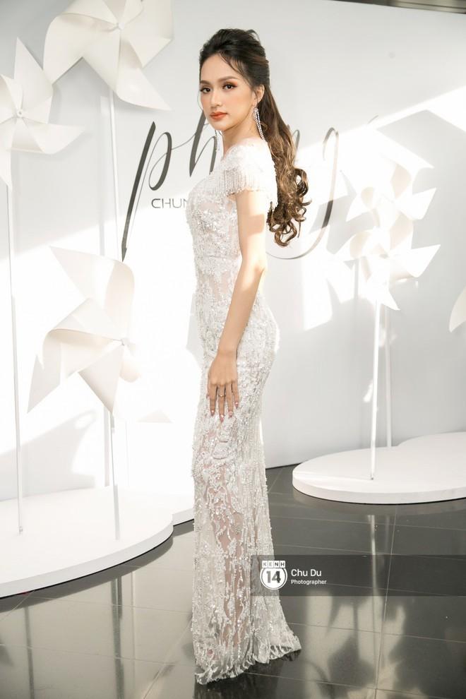 Hoa hậu Mỹ Linh lần đầu lên đồ tới hơn 3 tỷ đồng, Jun Vũ khoe vẻ đẹp mong manh tại show của NTK Chung Thanh Phong - Ảnh 4.