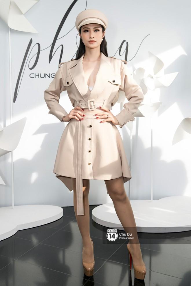 Hoa hậu Mỹ Linh lần đầu lên đồ tới hơn 3 tỷ đồng, Jun Vũ khoe vẻ đẹp mong manh tại show của NTK Chung Thanh Phong - Ảnh 7.