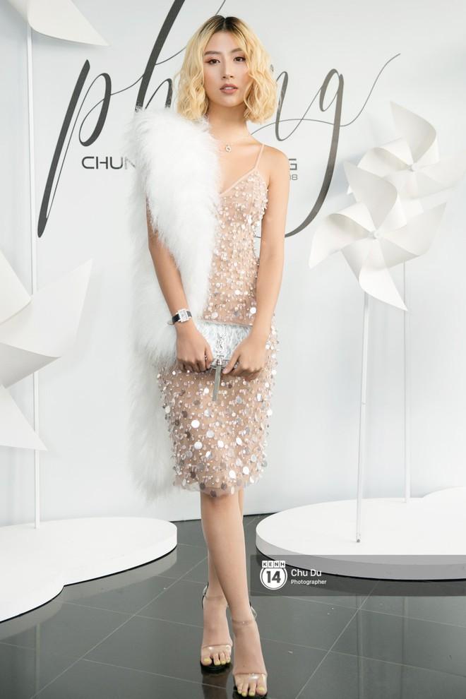 Hoa hậu Mỹ Linh lần đầu lên đồ tới hơn 3 tỷ đồng, Jun Vũ khoe vẻ đẹp mong manh tại show của NTK Chung Thanh Phong - Ảnh 8.