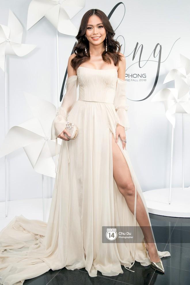 Hoa hậu Mỹ Linh lần đầu lên đồ tới hơn 3 tỷ đồng, Jun Vũ khoe vẻ đẹp mong manh tại show của NTK Chung Thanh Phong - Ảnh 9.