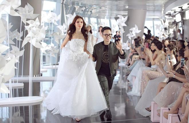 Minh Tú gây choáng ngợp với nhan sắc tựa nữ thần trong show diễn của NTK Chung Thanh Phong - Ảnh 12.