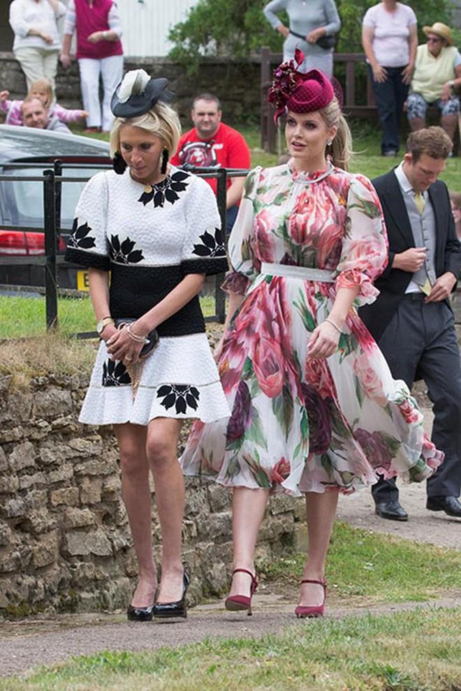 Đám cưới đặc biệt nhất hôm nay: cô dâu đeo vương miện của công nương Diana, Meghan Markle diện váy gần trăm triệu tham dự - Ảnh 10.