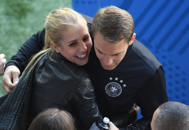 Triệu trái tim tan vỡ vì trai đẹp của đội tuyển Đức - Manuel Neuer đã là chồng người ta rồi! - Ảnh 10.
