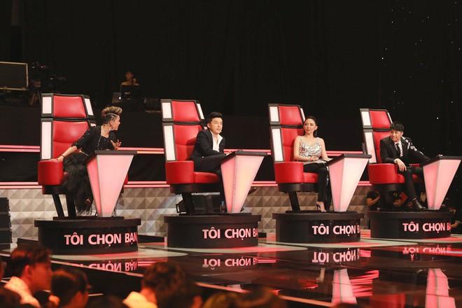 Lam Trường - Noo Phước Thịnh ngồi bệt trên sân khấu, Thu Phương dùng thủ đoạn để giành cô gái xinh đẹp - Ảnh 1.