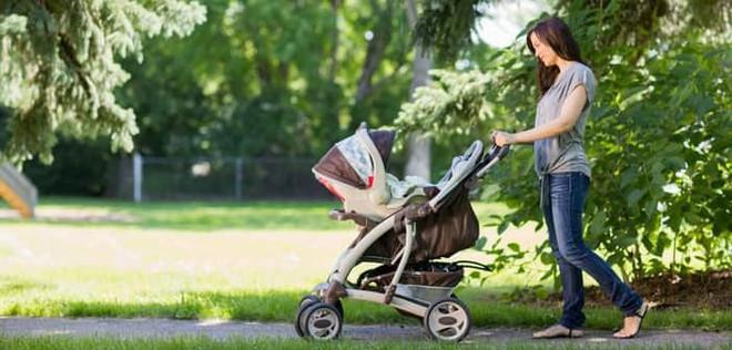 Những mẹo chăm sóc trẻ sơ sinh giúp người lần đầu làm mẹ dễ thở hơn nhiều - Ảnh 2.