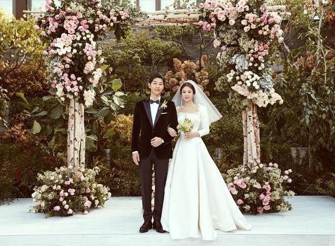 """Báo tin hỉ """"từ trên trời rơi xuống"""", các """"cặp đôi vàng"""" này của làng giải trí châu Á từng khiến truyền thông và công chúng đồng loạt điêu đứng - Ảnh 3."""