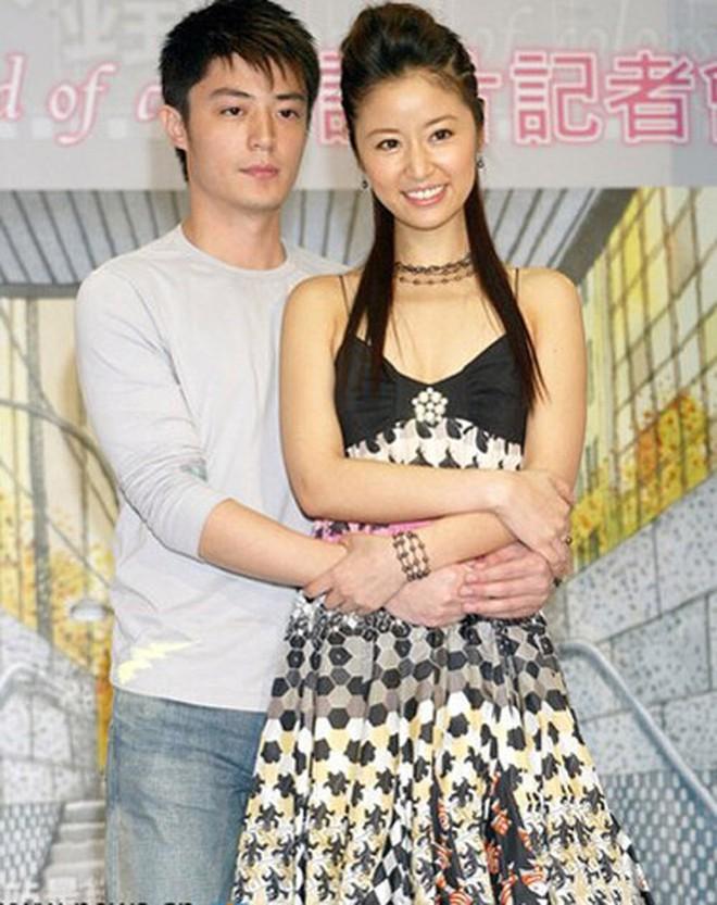 """Báo tin hỉ """"từ trên trời rơi xuống"""", các """"cặp đôi vàng"""" này của làng giải trí châu Á từng khiến truyền thông và công chúng đồng loạt điêu đứng - Ảnh 9."""