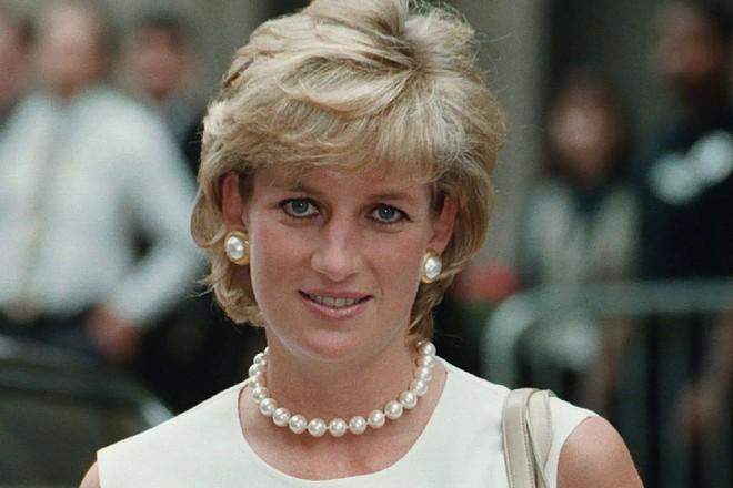 Bí mật đằng sau mái tóc ngắn hoàn hảo của Công nương Diana sẽ khiến bạn càng ngưỡng mộ sự kín đáo của bà - Ảnh 6.