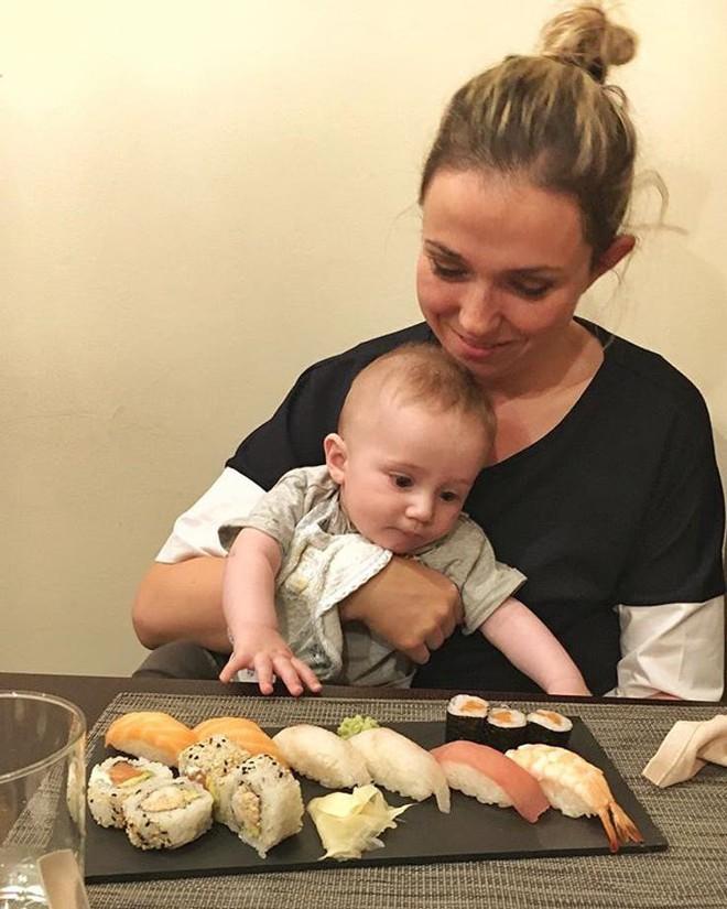 Mẹ đang cho con bú mà lạm dụng những việc này có thể khiến em bé không khỏe mạnh - Ảnh 2.