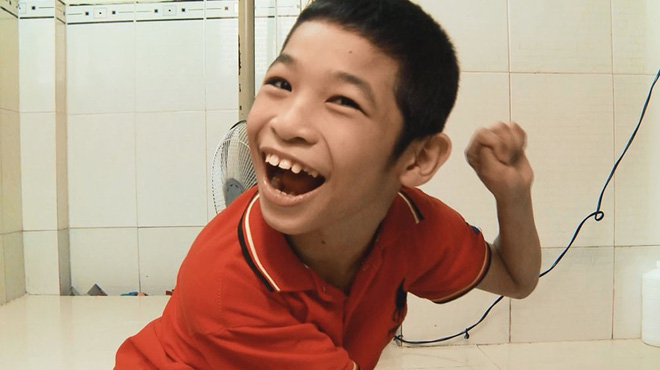 Phận đời long đong của cậu bé bại não làm Trấn Thành - Cẩm Ly rớt nước mắt  - Ảnh 4.