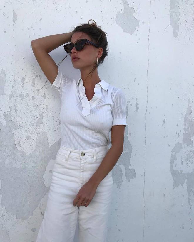 15 set đồ dưới đây là minh chứng rằng những thiết kế quần trắng cũng chẳng kém đa zi năng so với quần jeans - Ảnh 11.