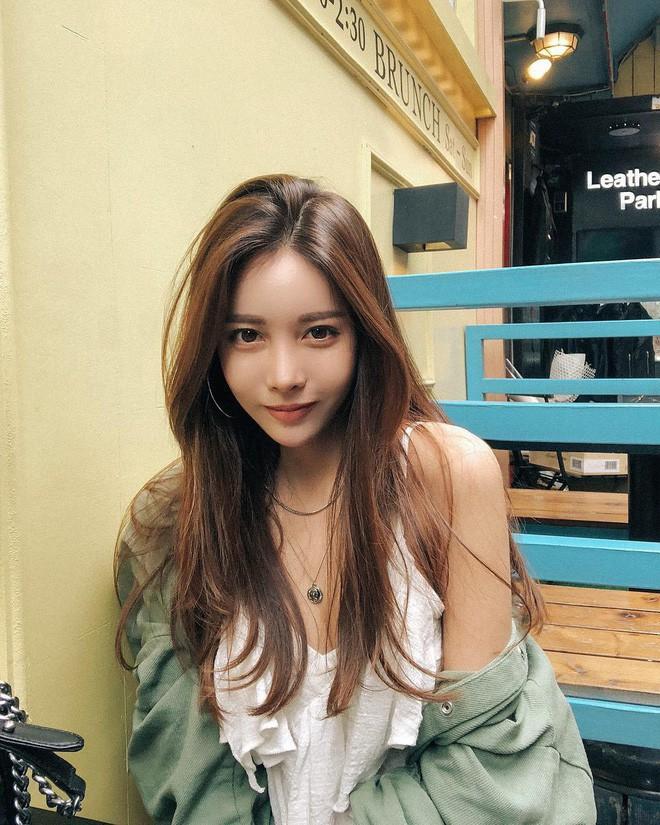 Diện chán các màu tóc tẩy thời thượng, con gái châu Á đang đồng loạt quay lại với tóc nâu hè này 0