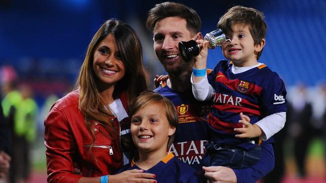 Lionel Messi - chàng cầu thủ biết yêu từ năm... 9 tuổi nhưng từ đó đến nay đã 22 năm chỉ chung thủy với duy nhất một người - Ảnh 13.