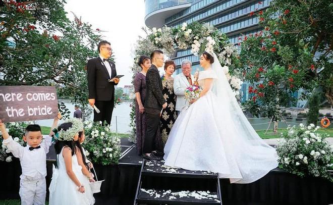Sau đám cưới cổ tích, doanh nhân chuyển giới tiết lộ về màn cầu hôn cực kì giản dị - Ảnh 2.