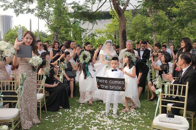 Sau đám cưới cổ tích, doanh nhân chuyển giới tiết lộ về màn cầu hôn cực kì giản dị - Ảnh 4.