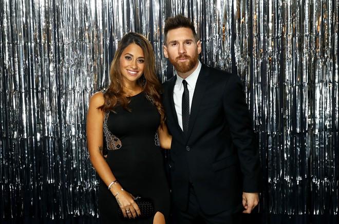 Lionel Messi – chàng cầu thủ biết yêu từ năm… 9 tuổi nhưng từ đó đến nay đã 22 năm chỉ chung thủy với duy nhất một người