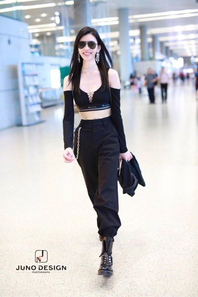 Diện áo croptop, body đẹp khó tin của siêu mẫu Ming Xi khiến dân tình phải tròn mắt trầm trồ - Ảnh 4.