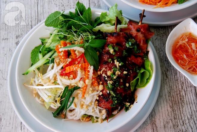 Mẹ Việt ở Pháp chia sẻ cách làm bún thịt nướng nhanh ngon ai cũng phải khen - Ảnh 6.