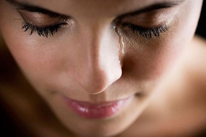 Nguyên nhân gây nên tình trạng tự chảy nước mắt không thể tự kiềm chế - Ảnh 1.