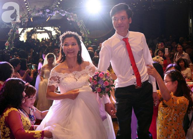 41 cặp đôi khuyết tật vỡ òa hạnh phúc trong đám cưới tập thể tại Hà Nội - Ảnh 11.