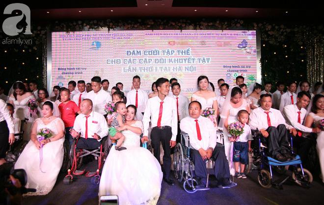 41 cặp đôi khuyết tật vỡ òa hạnh phúc trong đám cưới tập thể tại Hà Nội - Ảnh 18.