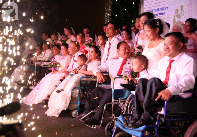 41 cặp đôi khuyết tật vỡ òa hạnh phúc trong đám cưới tập thể tại Hà Nội - Ảnh 17.