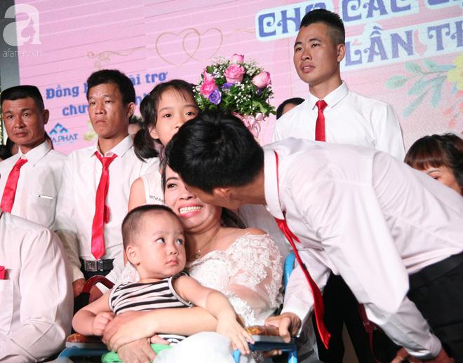 41 cặp đôi khuyết tật vỡ òa hạnh phúc trong đám cưới tập thể tại Hà Nội - Ảnh 15.