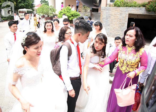 41 cặp đôi khuyết tật vỡ òa hạnh phúc trong đám cưới tập thể tại Hà Nội - Ảnh 3.