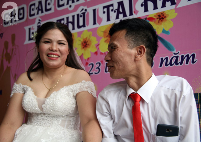 41 cặp đôi khuyết tật vỡ òa hạnh phúc trong đám cưới tập thể tại Hà Nội - Ảnh 4.