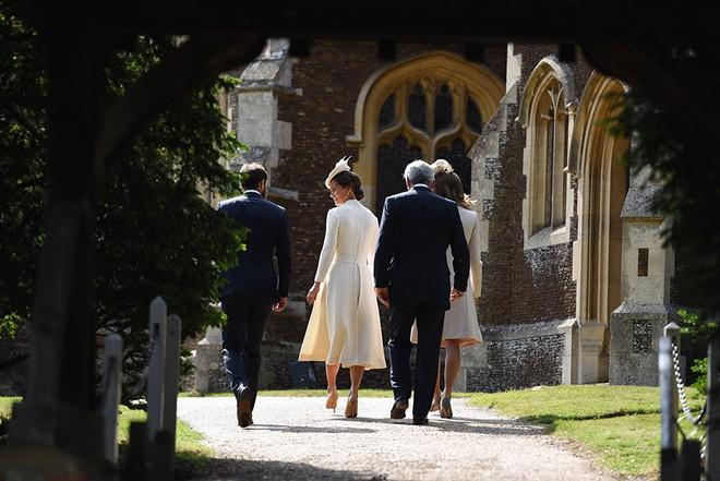 Tiết lộ một số nét đặc biệt trong lễ rửa tội của Hoàng tử Louis sắp diễn ra - Ảnh 4.