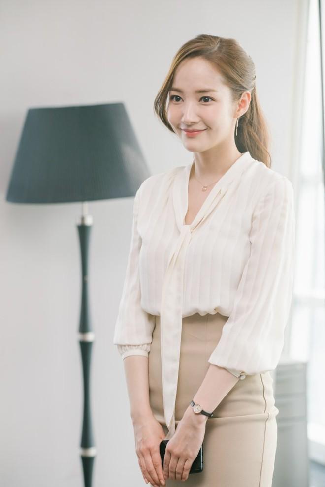 Chiêu làm phồng tóc đuôi ngựa nhanh gọn mà đẹp hệt như 'thư ký' Park Min Young 2