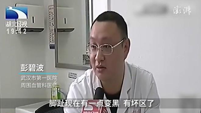 Con gái hiếu thảo thấy mẹ bị nấm liền mua thuốc khử trùng để ngâm chân, 3 ngày sau bà nhập viện vì suýt hoại tử - Ảnh 2.