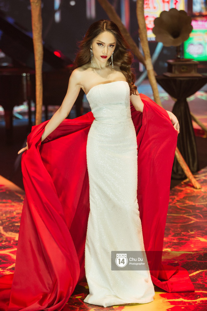 Nào chỉ có Chi Pu, Ngọc Trinh hay Hương Giang... hóa ra Phạm Hương mới là trùm cuối trong show của NTK Đỗ Long - Ảnh 4.