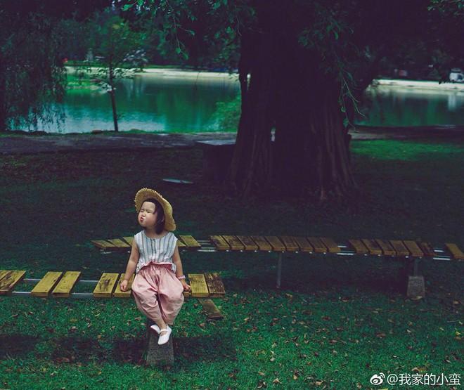 Nhóc tì ăn cả thế giới Tiểu Man tiếp tục đốn tim cư dân mạng với bộ ảnh mới siêu đáng yêu - Ảnh 3.