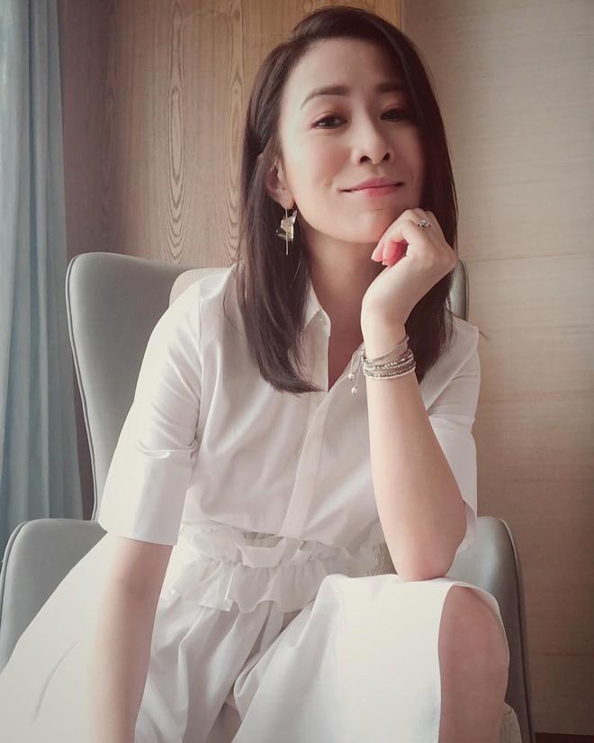 Bước sang tuổi 43, mỹ nhân TVB Xa Thi Mạn chẳng ngại khoe mặt mộc trắng hồng không tì vết - Ảnh 5.
