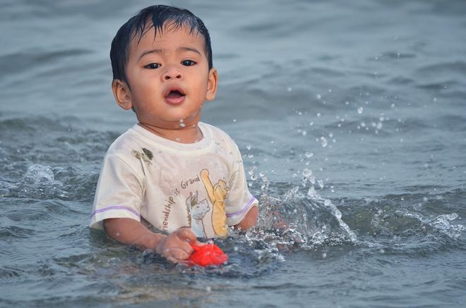 Đây là những điều mọi cha mẹ cần biết để đảm bảo an toàn cho bé khi đi biển - Ảnh 4.