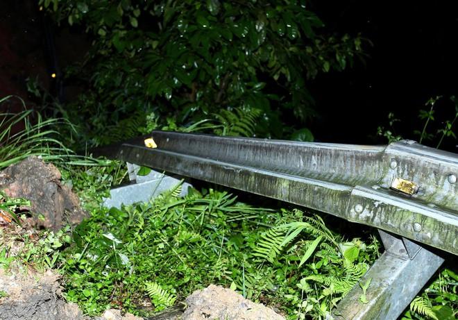 Lào Cai: Hơn 3000 khối đất đá sạt lở đổ xuống Quốc lộ 4D, giao thông tê liệt hoàn toàn - ảnh 2