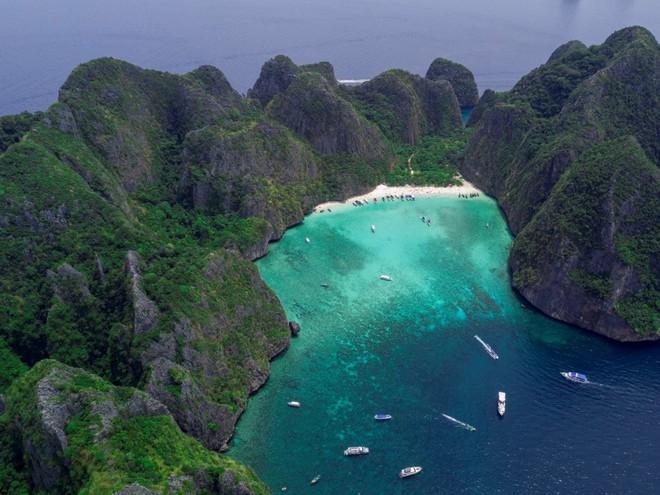 3 điểm du lịch nổi tiếng thế giới phải đóng cửa vì... quá đông khách - Ảnh 1.