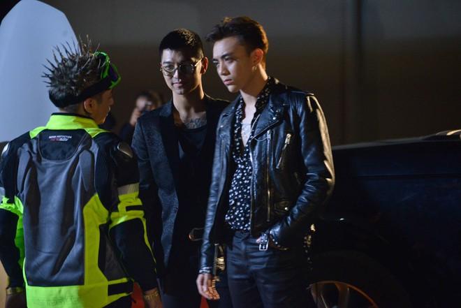 Soobin Hoàng Sơn gây choáng khi vung tiền ăn chơi tới bến cùng dàn chân dài  - Ảnh 10.