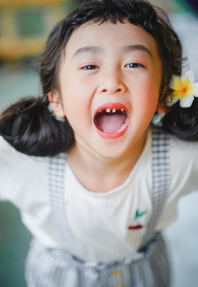 Hotkid răng sún nhưng vẫn khiến các mẹ thích mê, nhìn chỉ muốn nặn ngay một cô con gái - Ảnh 4.