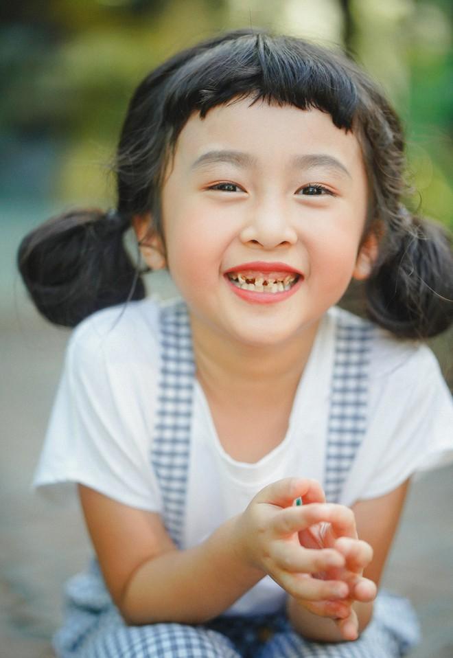 Hotkid răng sún nhưng vẫn khiến các mẹ thích mê, nhìn chỉ muốn nặn ngay một cô con gái - Ảnh 2.