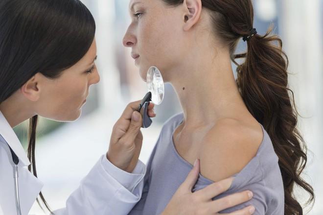 Hãy nghe bác sĩ da liễu chỉ ra các bệnh về da thông qua những dấu hiệu xuất hiện trên da - Ảnh 1.