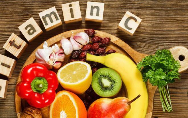 Ai cũng biết vitamin C giúp đẹp da, tránh lão hóa nhưng tiêu thụ quá nhiều vitamin C có hại thế này thì không phải ai cũng rõ
