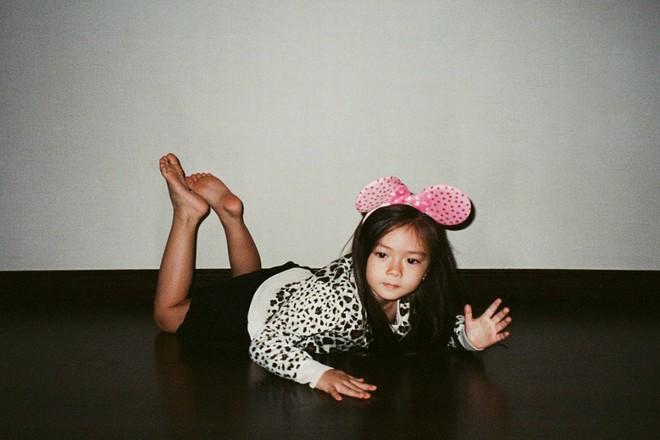 Công chúa lai nhà Đoan Trang xinh đẹp và chất lừ qua ống kính của cậu ruột - Ảnh 1.