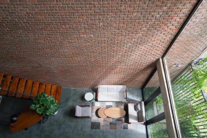 Ngôi nhà có mặt tiền gạch mộc độc nhất vô nhị ở thành phố Vinh - Ảnh 5.