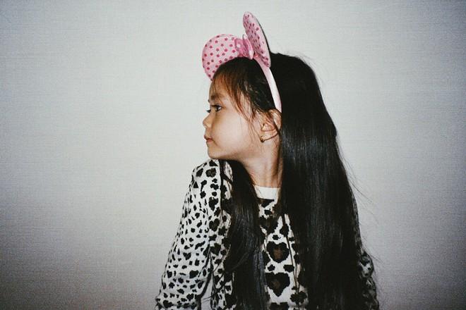 Công chúa lai nhà Đoan Trang xinh đẹp và chất lừ qua ống kính của cậu ruột - Ảnh 3.