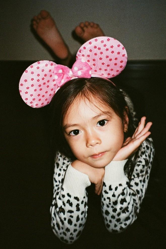 Công chúa lai nhà Đoan Trang xinh đẹp và chất lừ qua ống kính của cậu ruột - Ảnh 9.