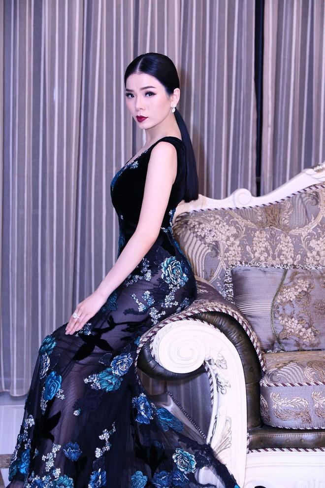 Lệ Quyên váy đen huyền bí, yêu kiều khoe đường cong cuốn hút - Ảnh 6.