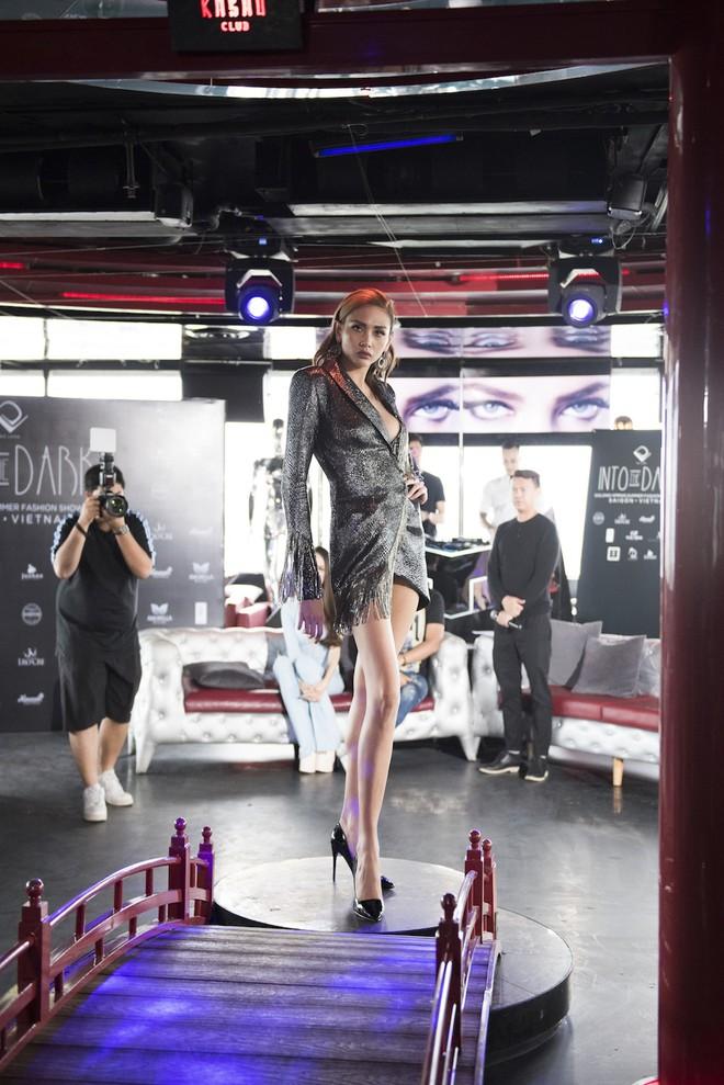 Võ Hoàng Yến và Hoa hậu Hương Giang nổi hứng chọn vũ trường làm nơi tổ chức casting người mẫu - Ảnh 2.